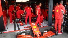 GP Germania 2019, gli uomini Ferrari a lavoro sulla monoposto di Sebastian Vettel