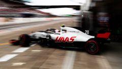 GP Giappone 2018, Qualifiche Suzuka, Kevin Magnussen esce dai box con la sua Haas-Ferrari