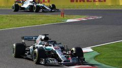 GP Giappone 2018, Suzuka, Lewis Hamilton precede Valtteri Bottas nella fasi iniziali