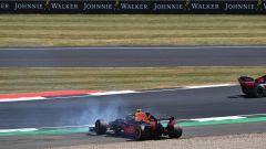 GP Gran Bretagna 2018, un problema ai freni costringe Verstappen al testacoda