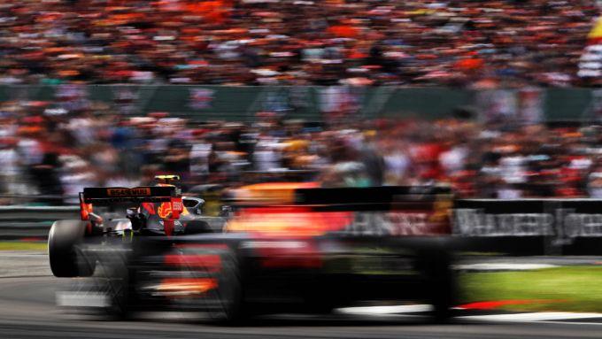 GP Gran Bretagna 2019, Silverstone: le due Red Bull di Verstappen e Gasly