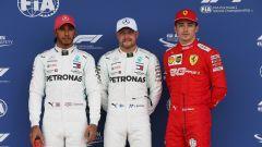 GP Gran Bretagna 2019, Silverstone: Lewis Hamilton (Mercedes), Valtteri Bottas e Charles Leclerc (Ferrari)