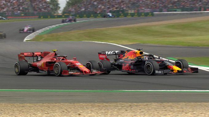 GP Gran Bretagna 2019, Silverstone, lotta tra Charles Leclerc (Ferrari) e Max Verstappen (Red Bull)