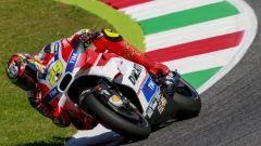 GP Italia 2016: Valentino Rossi in pole, secondo uno strepitoso Vinales e Iannone terzo - Immagine: 13