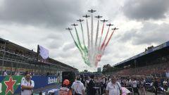 GP Italia 2018, le Frecce Tricolori sfrecciano nei cieli di Monza all'inizio della gara