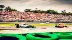 GP Italia 2018, Monza. Hamilton con la Mercedes segue la Ferrari di Kimi Raikkonen