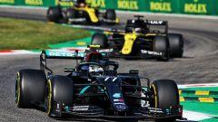 GP Italia 2020, Monza: Valtteri Bottas (Mercedes) seguito dalle Renault di Ricciardo e Ocon