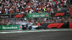 GP Messico 2019, Città del Messico: Lewis Hamilton (Mercedes) celebra il suo quinto titolo mondiale