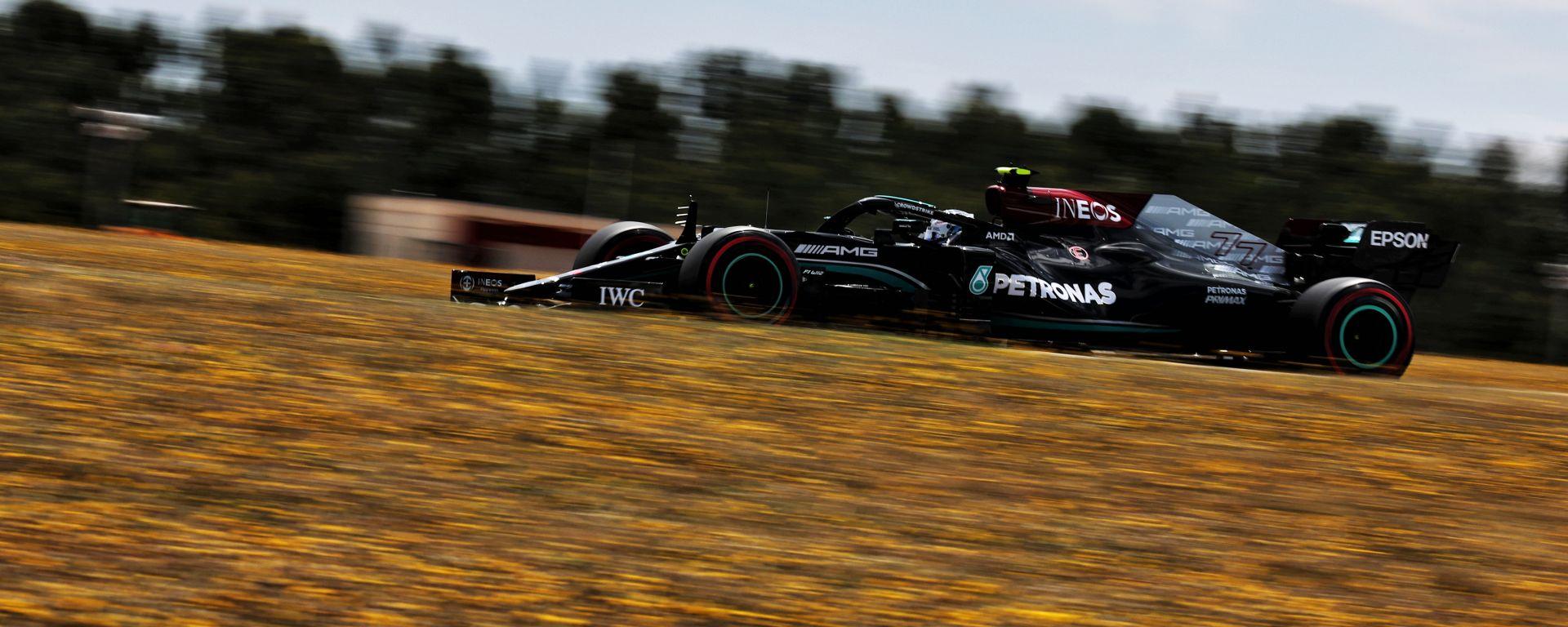 GP Portogallo 2021, Portimao: Valtteri Bottas (Mercedes AMG F1) ottiene la pole position