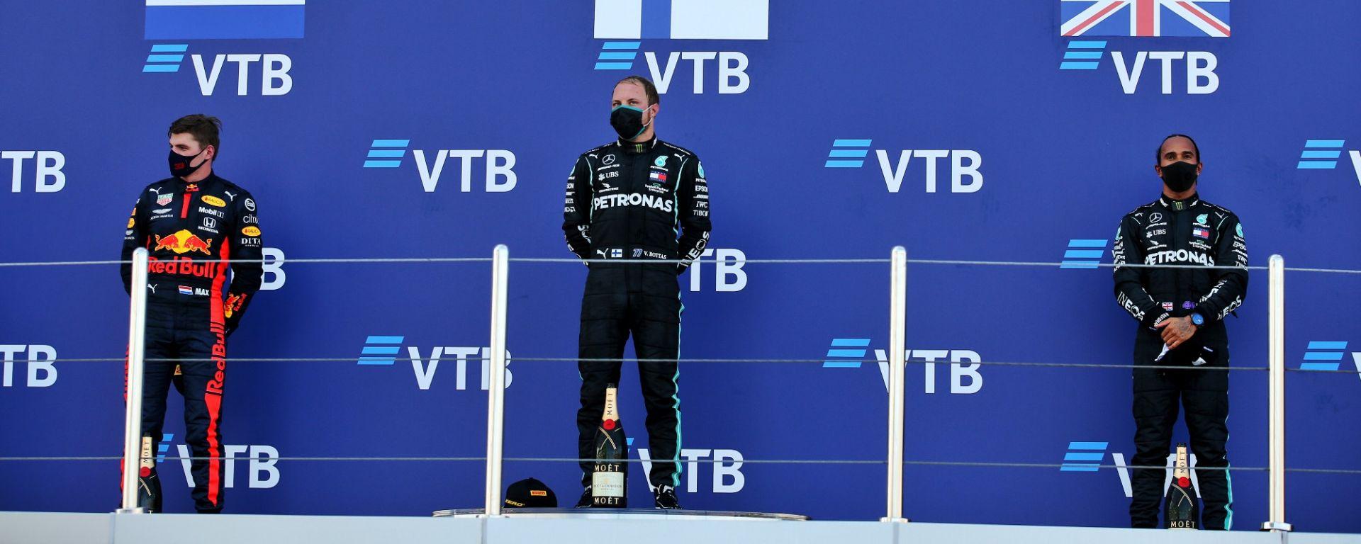 GP Russia 2020, Sochi: il podio con Bottas e Hamilton (Mercedes), e Verstappen (Red Bull)