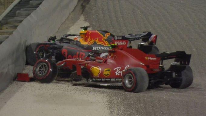 GP Sakhir 2020, il pasticcio di Charles Leclerc (Ferrari) che causa il ritiro di Max Verstappen (Red Bull)