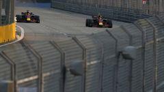 GP Singapore 2018, FP3, i due della Red Bull, Max Verstappen e Daniel Ricciardo, in azione