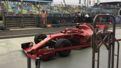 GP Singapore 2018, FP3, Kimi Raikkonen in pitlane con la sua Ferrari