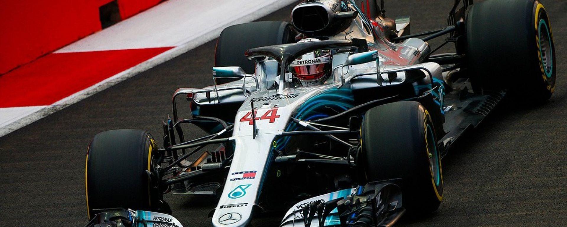 GP Singapore 2018, qualifiche: Lewis Hamilton in azione con la sua Mercedes