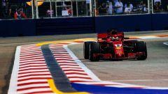 GP Singapore 2018, qualifiche: Sebastian Vettel in azione con la sua Ferrari