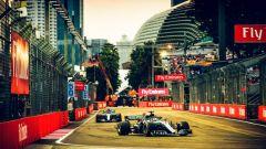 GP Singapore 2018, qualifiche: Valtteri Bottas e Lewis Hamilton in azione con la loro Mercedes