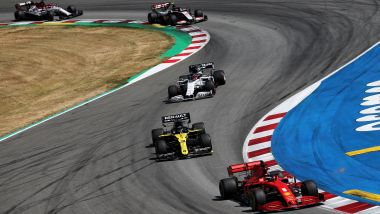 GP Spagna 2020, Barcellona: Sebastian Vettel (Ferrari) guida il gruppo