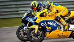 GP Sud Africa 2004, la grande sfida tra Biaggi (Honda) e Rossi (Yamaha) a Welkom