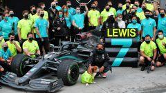 GP Turchia 2020, Istanbul Park - Lewis Hamilton (Mecedes) festeggia con il suo team il 7° titolo
