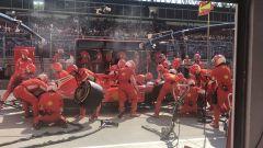 GP Ungheria 2018, pit stop lento per Sebastian Vettel ai box Ferrari