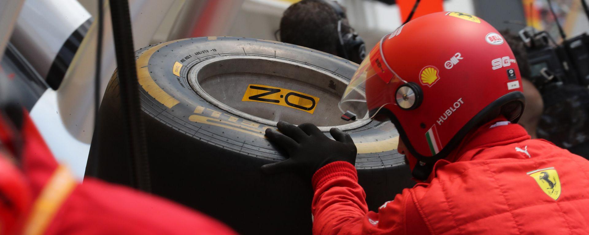 GP Ungheria 2019, un pit stop con la Soft Pirelli per i meccanici della Ferrari
