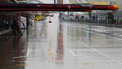 GP USA 2018, FP2 Austin, la pitlane completamente bagnata