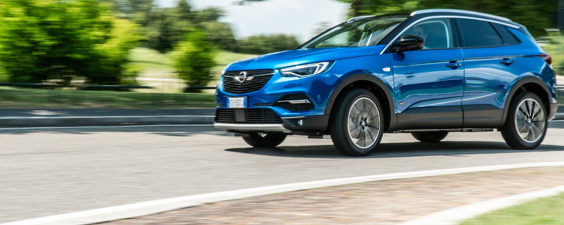 Grandland X Hybrid4, la Opel più potente in gamma