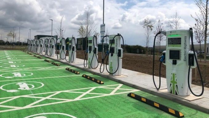 Gridserve ed Ecotricity: le nuove colonnine di ricarica in UK