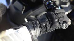 Guanti Hevik Rock Dark: ci sono anche rinforzi morbidi sulle giunture delle dita