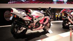 Guarda chi si rivede... la Honda CBR 900 Fireblade prima serie!