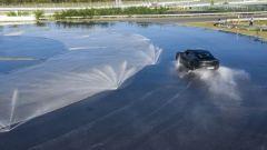Guarda in video la Porsche Taycan che conquista il record di derapata per un EV