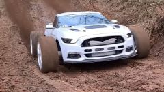 Guarda in video questa Ford Mustang biturbo da 1000 CV arrampicarsi nel fango