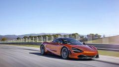 Guarda mamma senza...patente: 19enne schianta McLaren 720S  - Immagine: 2