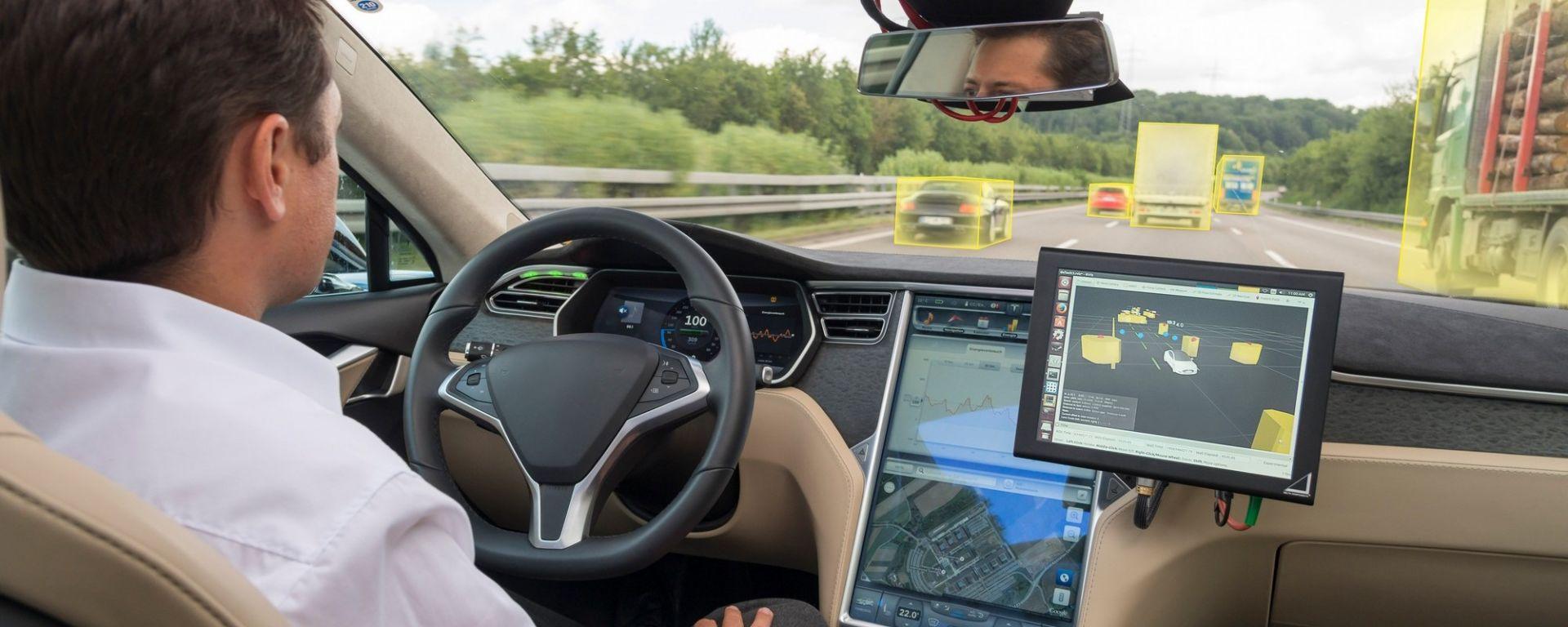 Guida autonoma: test liberi in UK come antidoto alla Brexit