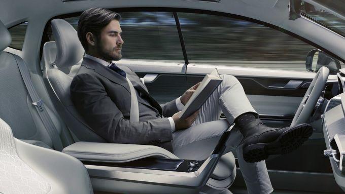 Guida autonoma di livello 2: obbligatoria la supervisione del guidatore sui sistemi
