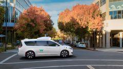 Guida autonoma: i test della Chrysler Pacifica di Waymo inizieranno nel 2017
