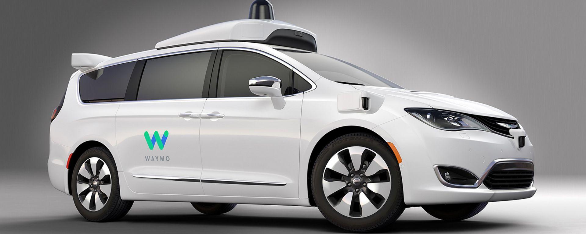 Guida autonoma: la Chrysler Pacifica di Waymo è ibrida e può percorrere fino a 50 km a emissioni zero