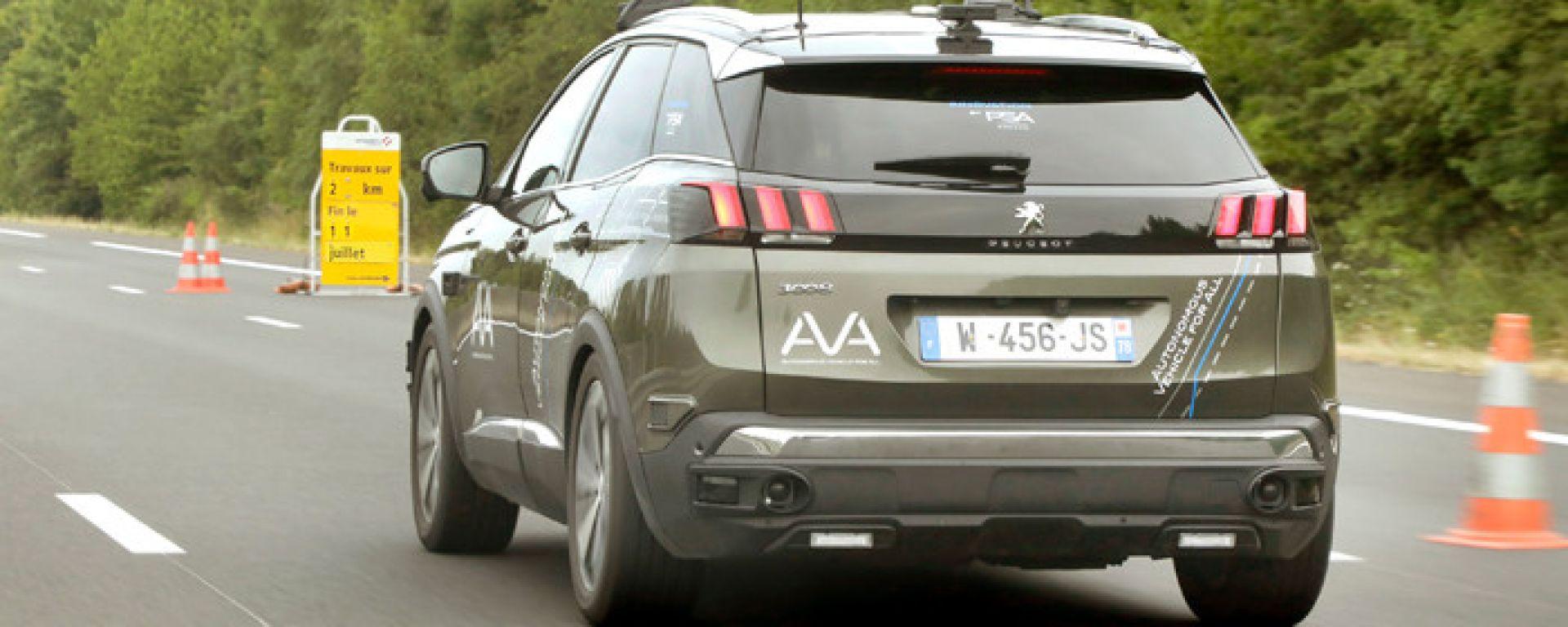 Guida autonoma: la Peugeot 3008 di PSA e Vinci Autoroutes