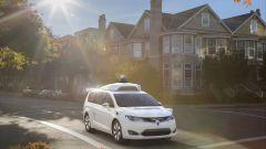 Guida autonoma: le prime foto della Chrysler Pacifica Hybrid firmata Waymo