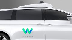 Guida autonoma: sul tetto della Chrysler Pacifica Hybrid è presente il LIDAR, sistema radar per il rilevamento degli ostacoli