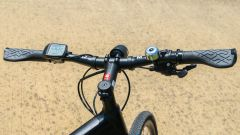 Guida e-bike 2020: il manubrio di una e-bike