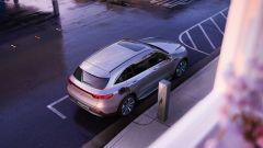 Guida ricarica BEV: una Mercedes in carica