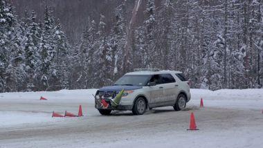 Guidare di traverso con il controllo elettronico di stabilità: un fotogramma del video da YouTube