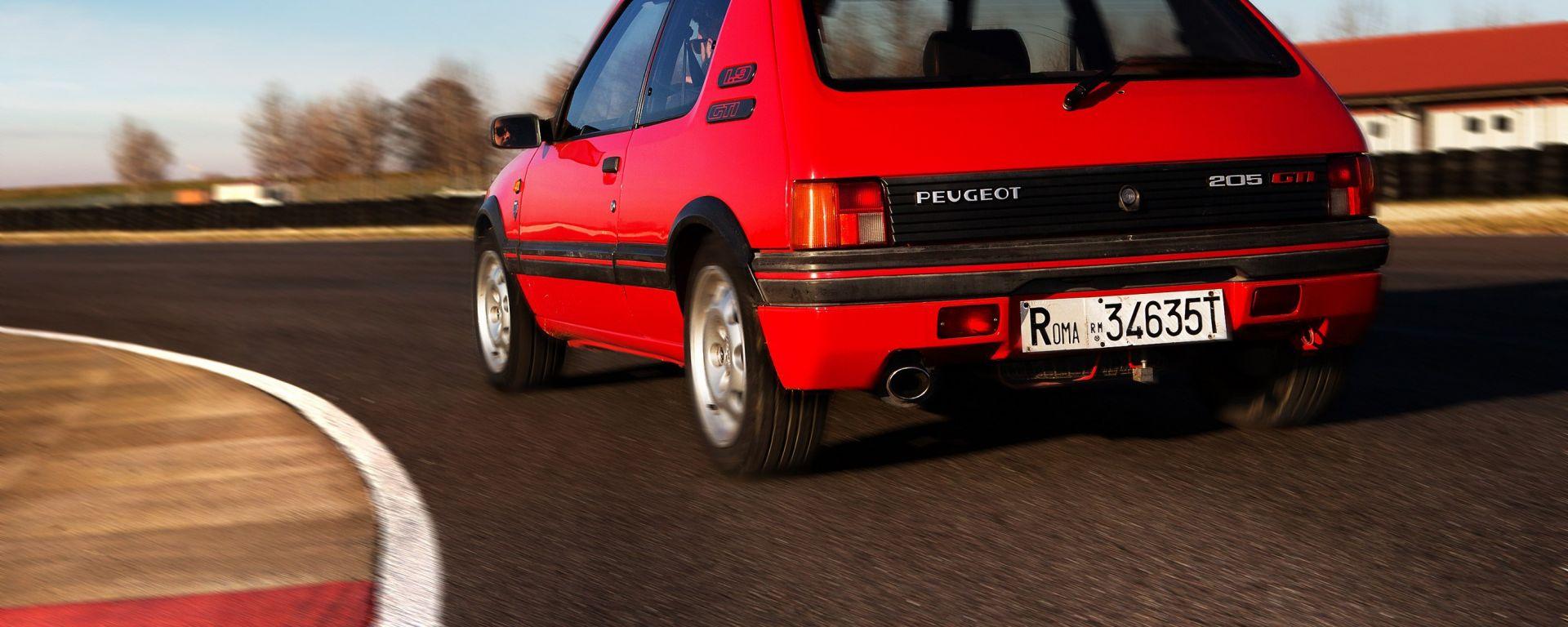 Guidare oggi la Peugeot 205 GTI
