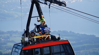 Gunter Schachermayr in funivia sulla Vespa: sarà Guinnes World Record?