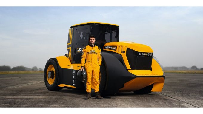 Guy Martin con il JCB Fastrac 800