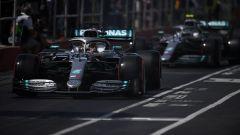 Hamilton e bottas in corsia box a Montreal