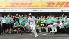 Hamilton - festeggiamenti dopo la vittoria al GP di Germania