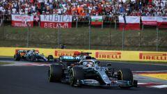 Hamilton in pista con la Mercedes in Ungheria