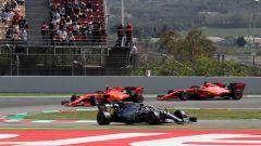 Hamilton in pista in Spagna